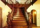 Лестница из дерева: разновидности конструкций