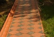 Тротуарная плитка у забора